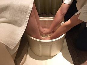 10.20ラフィネ足浴②.JPG
